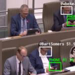 Un robot apostrophe les députés accrocs au smartphone